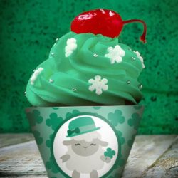 Shamrock cupcake liners with adorable St. Patrick's Day lamb design.