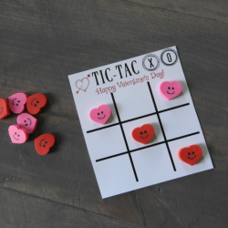 Free printable tic tac xo unique Valentine's Day card design.