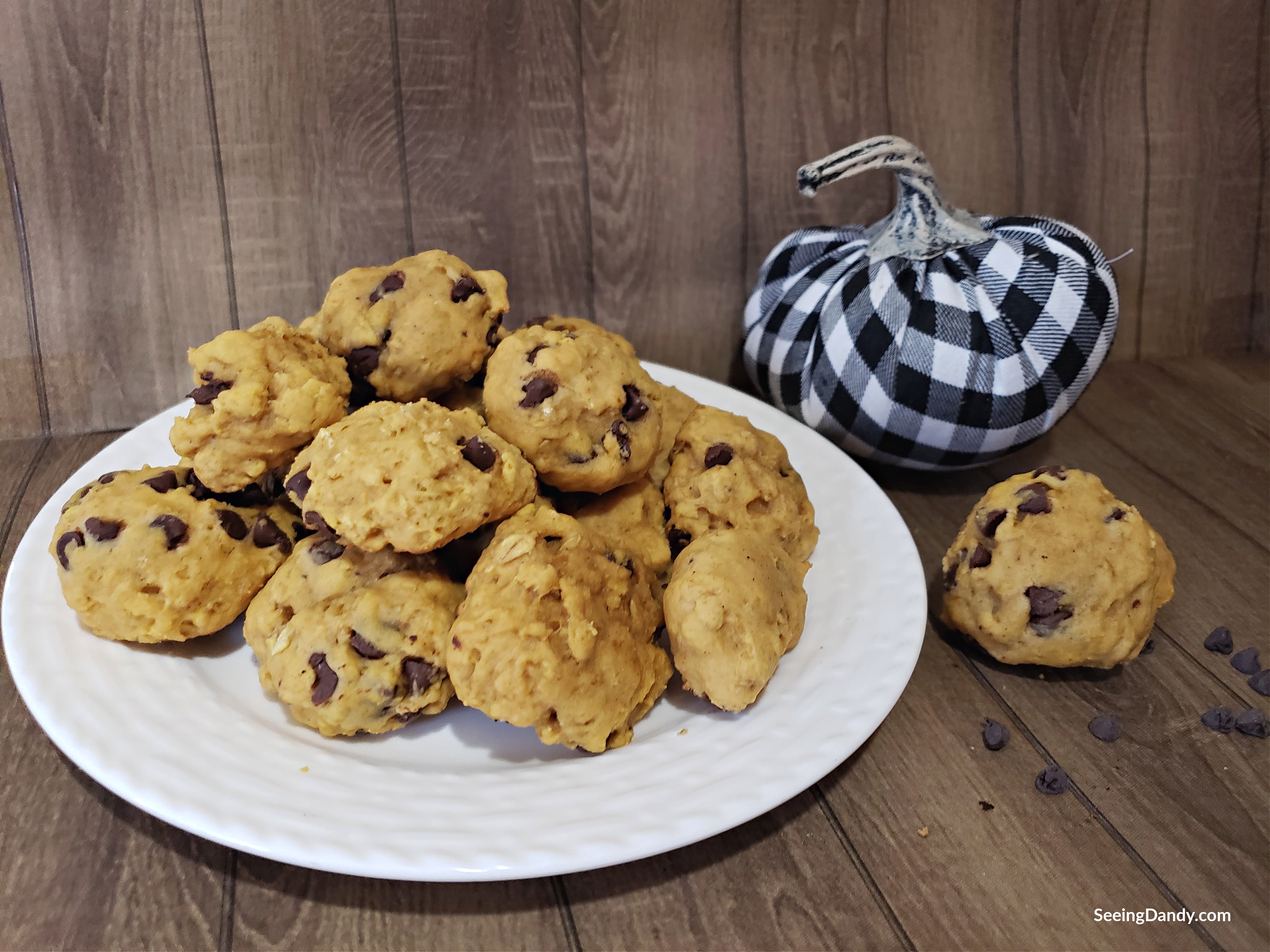 fall cookie recipe, oatmeal pumpkin chocolate chip cookies, easy recipe, delicious recipe, foodie, nomnomnom, buffalo check pumpkin, fall decor, fall decorating, halloween decor, halloween decorating, halloween ideas, halloween cookies, halloween food