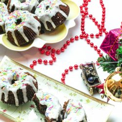 christmas tree, christmas decorations, mini gingerbread bundt cakes, holiday desserts, individual desserts, dessert recipe, christmas recipes, christmas cake, christmas dessert