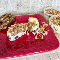 samoa cheesecake cupcakes, girl scout cookies copycat, dessert recipes, chocolate chip cheesecake