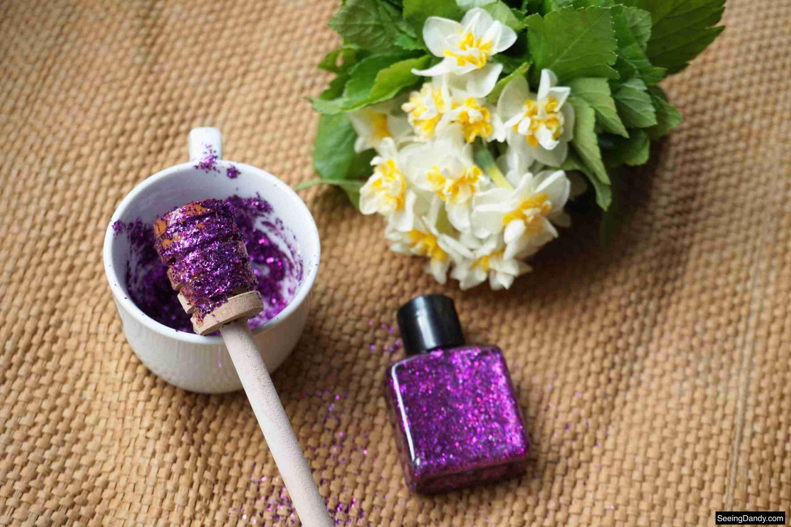 honey dipper stick, jute rug, white tea cup, purple glitter, body glitter recipe, beauty recipe, makeup recipe